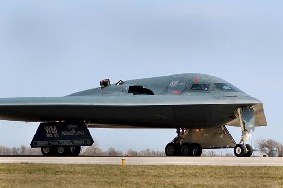 stealth-bomber-602309_1280.jpg